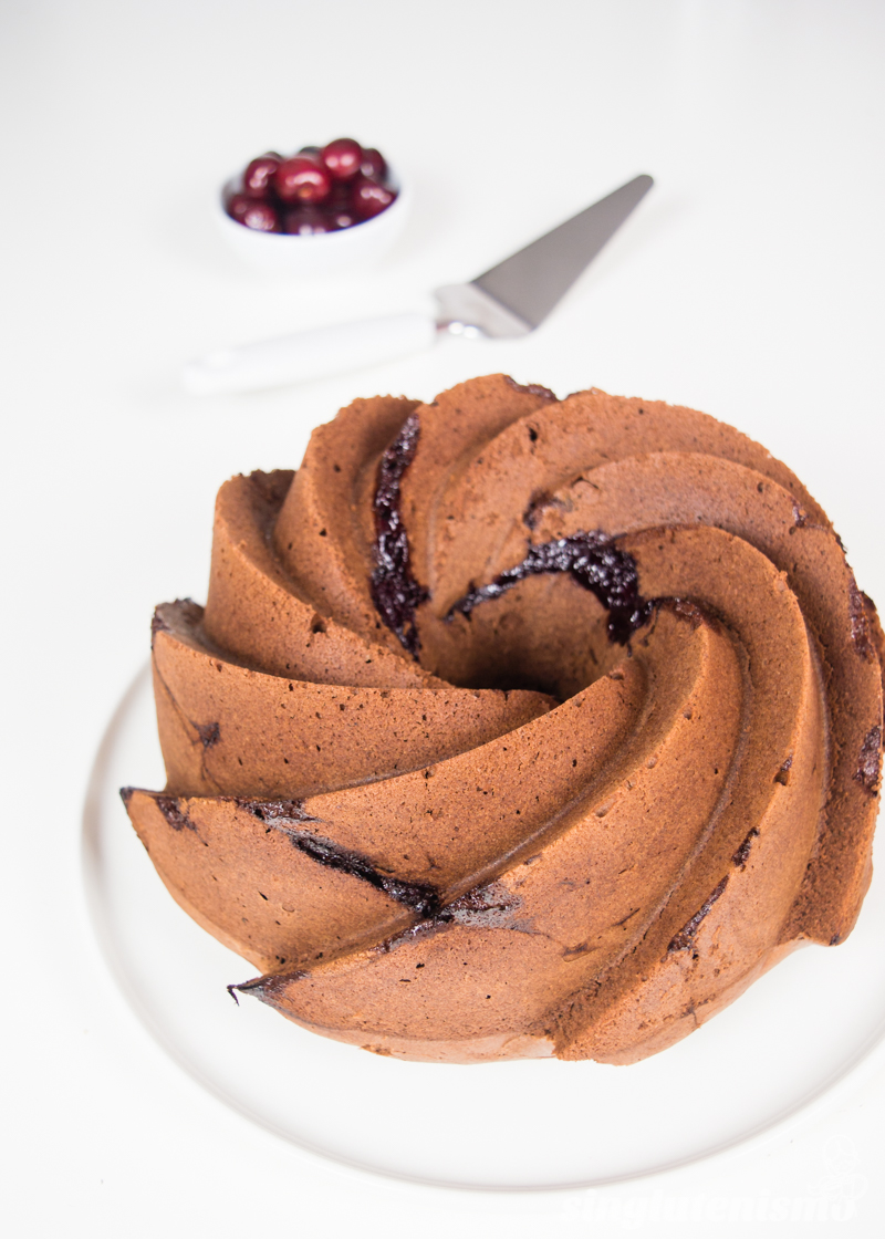 bundt-cake-de-chocolate-y-cerezas